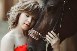 Девушка с лошадкой4
